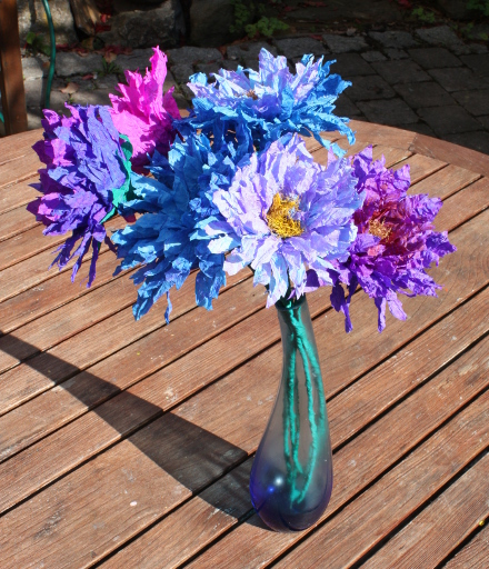 Blaue Papierblumen