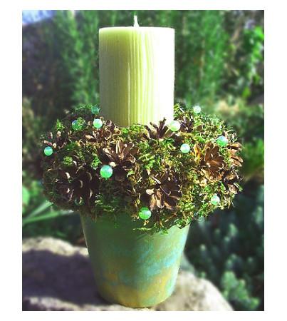 Grüner Kerzentopf mitZapfen